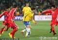 图文:巴西2-1朝鲜 埃拉诺带球过人