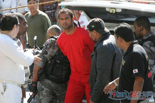 图文:弗拉门戈队门将被押到调查局接受审讯