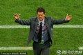 图文:英格兰0-0阿尔及利亚 卡佩罗高举双臂