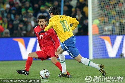 2010世界杯小组赛G组首轮:巴西2-1朝鲜