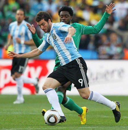 伊瓜因:世界杯进球是巨大挑战 我们誓要夺冠