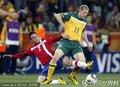 图文:塞尔维亚1-2澳大利亚 基帕菲特抢断