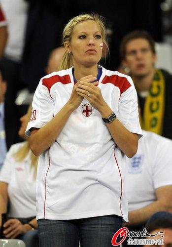 图文:世界杯女球迷的笑与泪(21)