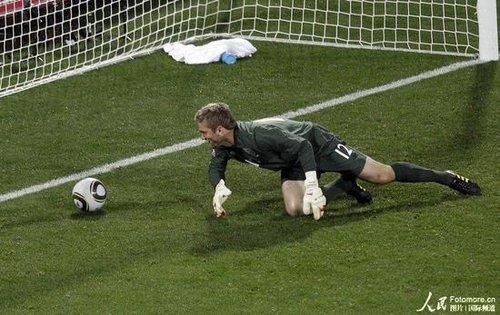 世界杯-英格兰1-1平美国 杰拉德进球门将送礼