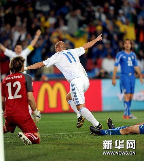 意大利后防表现低级 对手四脚射正竟入三球