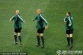图文:荷兰0-1西班牙 裁判员赛前热身