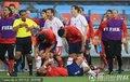 图文:智利1-0瑞士 贝赫拉米肘击吃红牌(13)