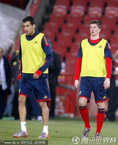 2010世界杯H组前瞻:西班牙备战小组赛 比利亚忙里偷闲打哈欠