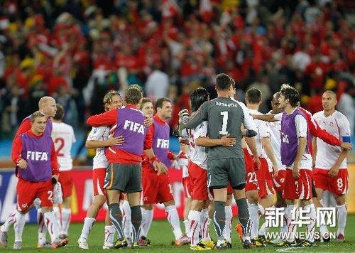 首轮综述:瑞士爆惊天大冷 日韩闪耀亚洲骄傲