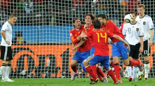 西班牙粉碎德国2代人梦想 足坛又多了1对死敌