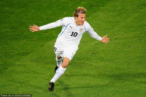 世界杯-弗兰两球乌拉圭3-0 南非染红命悬一线