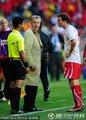 图文:智利1-0瑞士 贝赫拉米肘击吃红牌(11)