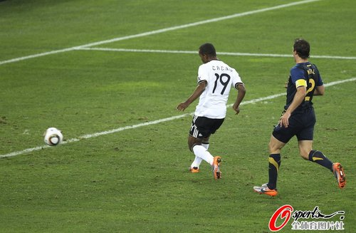 图文:德国VS澳大利亚 卡考进球瞬间