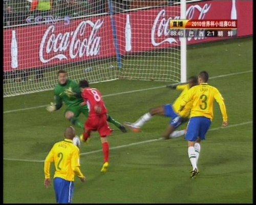 图文:巴西VS朝鲜 志尹南劲射扳回一球