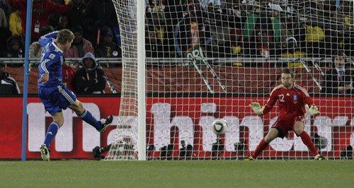 图文:希腊0-2阿根廷 帕拉莫补射破门