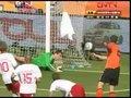 视频:范佩西戏耍丹麦后卫 小角度打门偏出