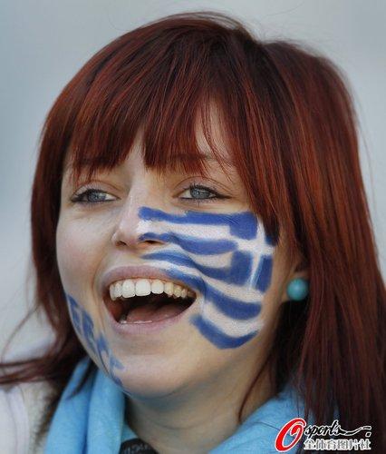 图文:世界杯女球迷的笑与泪(7)