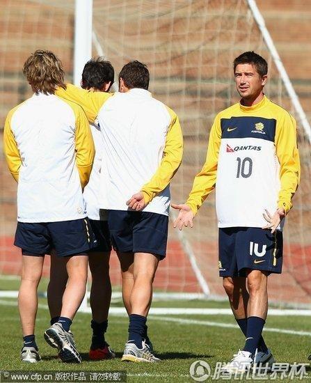 2010世界杯D组前瞻:澳大利亚6月20日备战训练 科威尔一脸郁闷