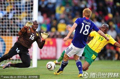 2010世界杯小组赛E组首轮:本田圭佑后点推射进球多角度回放