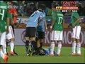 视频:乌拉圭拼抢十分积极 A-佩雷拉抽筋倒地