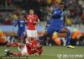 图文:瑞士0-0洪都拉斯 利希施泰纳倒地铲断