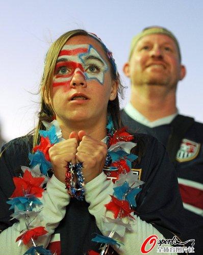 图文:世界杯女球迷的笑与泪(15)