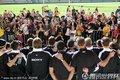 图文:新西兰国家队举行球迷见面活动(2)