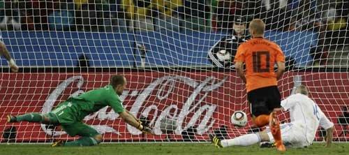 图文:荷兰2-1斯洛伐克 斯内德轻松推射空门