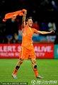 荷兰队员挥舞球衣庆祝