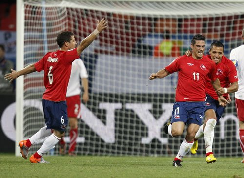 图文:智利VS瑞士 智利队疯狂庆祝进球