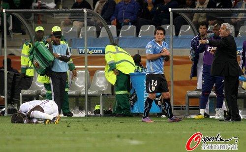 图文:A组法国0-0乌拉圭 洛代伊罗逃离现场