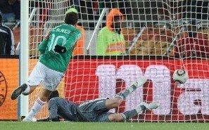 图文:法国VS墨西哥 布兰科点杀法国