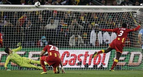 图文:乌拉圭VS加纳 吉安点球击中横梁