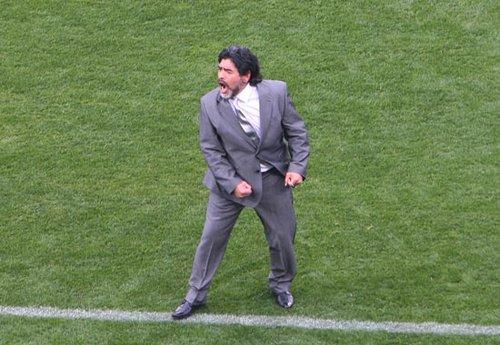 直击老马世界杯执教首秀 小动作流露紧张心情