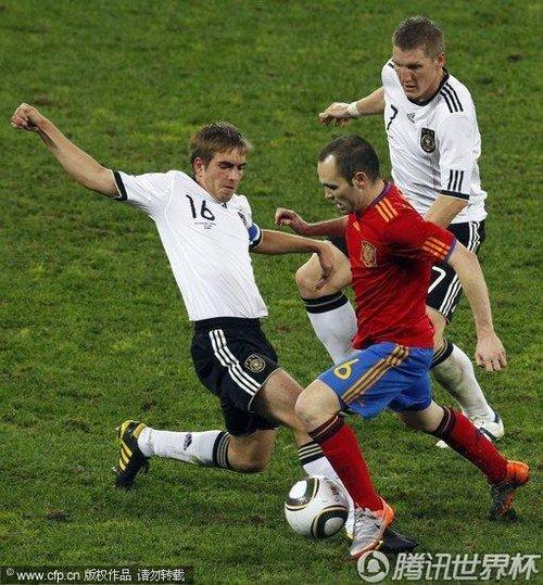 图文:西班牙1-0德国 拉姆抢断_2010南非世界杯