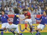 视频:日本0-2负韩国 朴智星禁区内低射建功