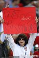 图文:塞尔维亚0-1加纳 球迷举标语
