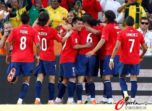 智利从地震废墟中走出 世界杯成一剂暖心良药