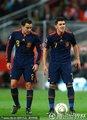 图文:荷兰0-1西班牙 哈维与比利亚交流