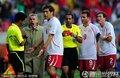 图文:智利1-0瑞士 贝赫拉米肘击吃红牌(10)