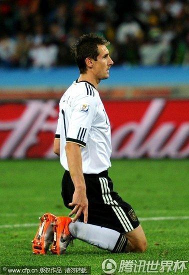 图文:西班牙1-0德国 克洛泽跪地_世界杯图片