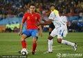 图文:西班牙2-0洪都拉斯 哈维传球瞬间