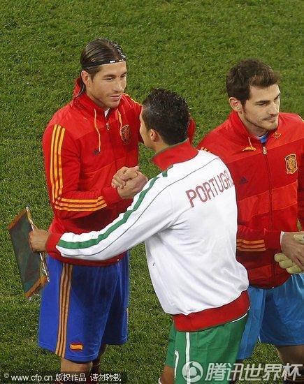 图文:西班牙1-0葡萄牙 C罗赛前表示友好_世界