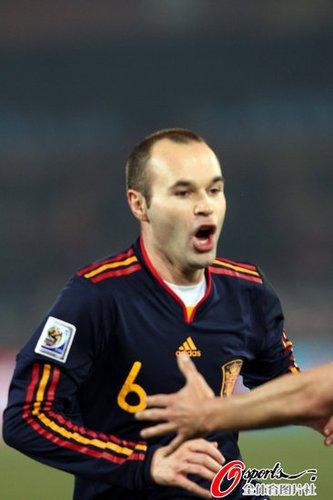 伊涅斯塔:出线完成目标 西班牙没有消极比赛