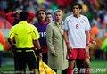 图文:智利1-0瑞士 贝赫拉米肘击吃红牌(9)