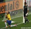 图文:巴西0-0葡萄牙 法比亚诺跪地祈祷