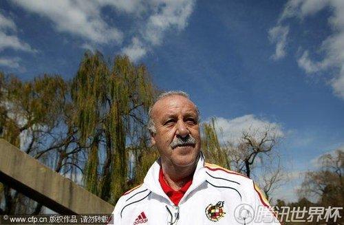 2010世界杯决赛前瞻:西班牙队备战 调皮普约尔爱开玩笑