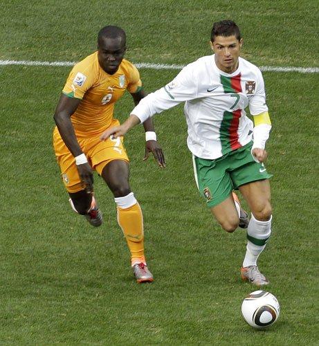 图文:科特迪瓦VS葡萄牙 C罗高速带球突破