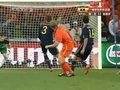 视频:阿隆索中场横传失误 库伊特抢断射门