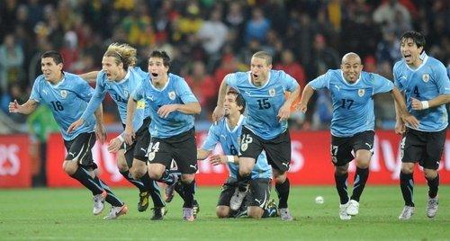 天平几度倾斜 乌拉圭幸运晋级